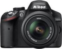 Et Nikon spejlreflekskamera. Set til ca. kr. 2.800.