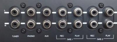 Phono-stik på gammel forstærker. Både Tuner, Phono, AUX og Tape (play) kan benyttes.